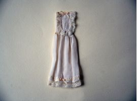 Sleeveless batiste dress
